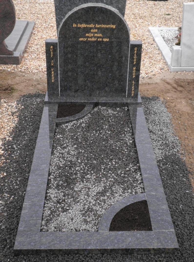 Gehele grafsteen Butterfly Blue met basalt split E075
