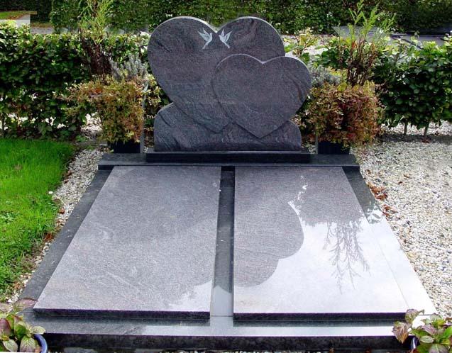 Dubbel graf met gehele gedenkteken in paradiso graniet en letterplaat met twee harten D024