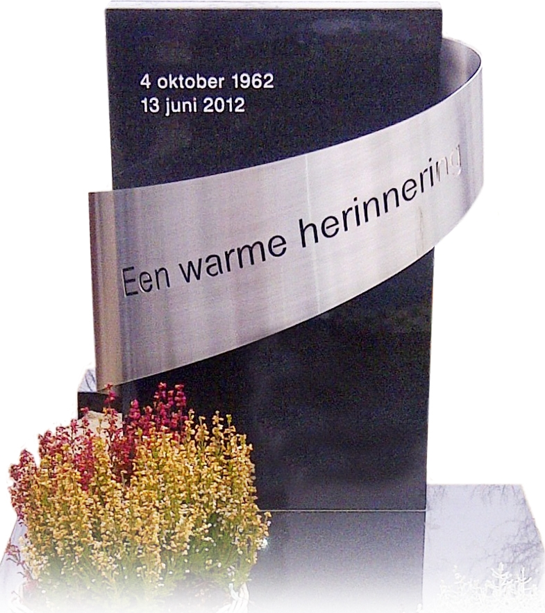 Geheel Zwart graniet met RVS ornament AB138