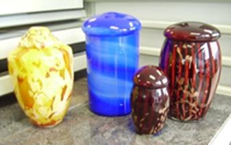 Glazen mondgeblazen urnen en mini urnen U008
