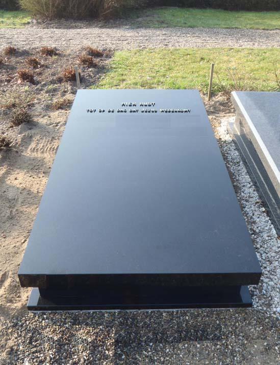 Zerk met roef en plinten in Zwart Graniet Z007